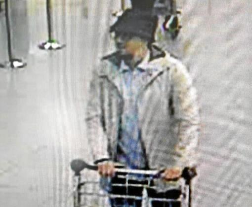 Imagen difundida por la policía del tercer integrante del comando, que no se suicidó y se encuentra huido.