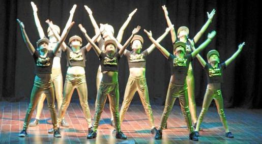 La academia de Davinia Van Praag compite con 14 bailarinas y cinco coreografías. Foto: A. DAVINIA VAN PRAAG