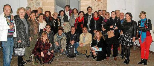 Foto de familia de los miembros de AMAE que participan en esta exposición de Sant Antoni.