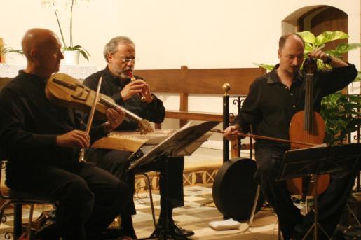 Un momento de la actuación del grupo Música Antigua en la iglesia de Sant Carles.