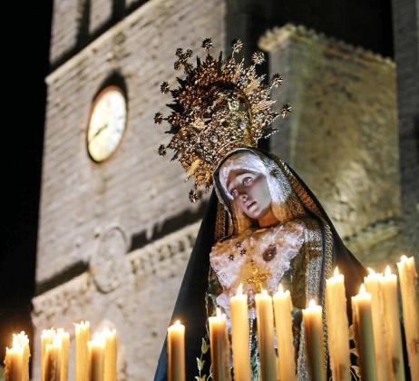 Imagen de Nuestra Señora de la Esperanza en la procesión de ayer, Viernes Santo. Foto: DANIEL ESPINOSA