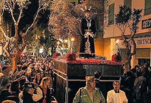 La procesión fue seguida por numeroso público, desde la iglesia del Rosario hasta la catedral. Foto: TONI ESCOBAR