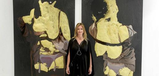La autora presenta su obra en Eivissa, en la galería Ventana Contemporary. Foto: DANIEL ESPINOSA