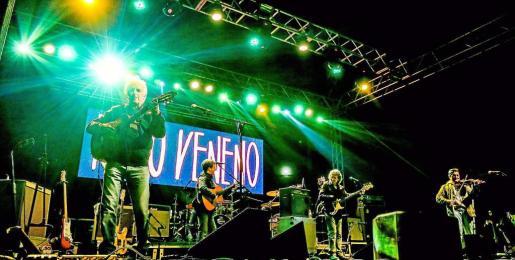 Kiko Veneno se encontró en Sant Josep con un público entregado que no dejó de corear sus canciones durante las cerca de dos horas que duró el concierto. Foto: ARGUIÑE ESCANDÓN