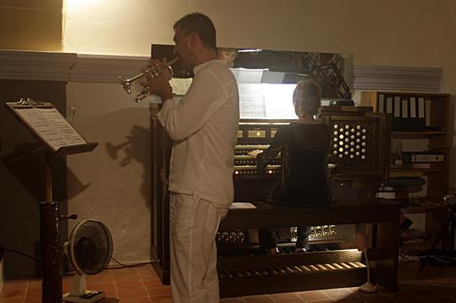 Los dos intérpretes ocuparon el coro de la iglesia de Sant Carles.