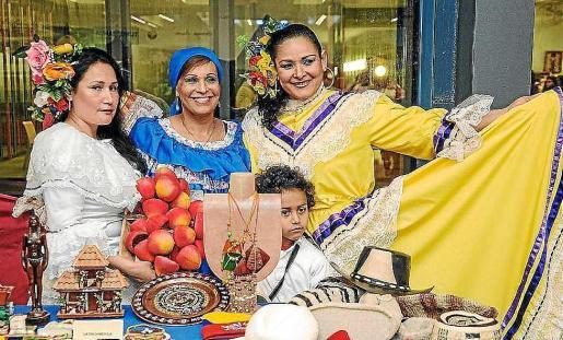 La feria es una de las más coloridas de las que se celebra en el Recinto Ferial a lo largo del año.