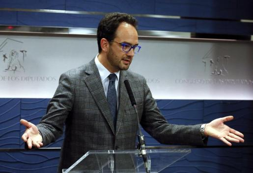 El portavoz del equipo negociador del PSOE, Antonio Hernando, en una imagen de archivo.