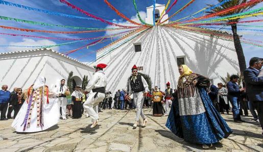 Tras la procesión, la colla de Labritja deleitó a los asistentes con 'ball pagès'. Foto: DANIEL ESPINOSA