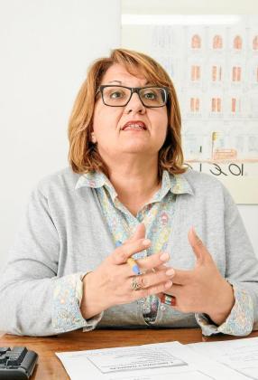 La gerente de Fomento de Turismo, Ángeles Nogales, en su despacho.