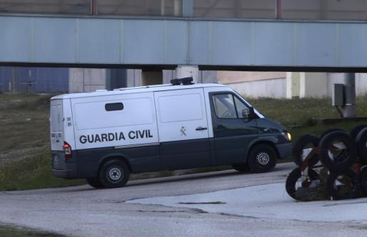 Furgón de la Guardia Civil en el que el expresidente de Banesto Mario Conde ha ingresado este miércoles en la prisión de Soto del Real acusado de blanquear 13,06 millones de euros de la entidad.
