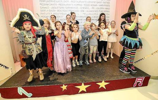 Los niños participantes en la gala de ayer en favor de Asperger Ibiza y Formentera. Foto: ARGUIÑE ESCANDÓN