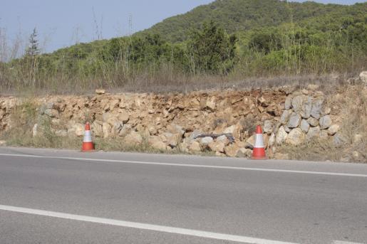 Este fue el muro contra el que colisionó el vehículo.