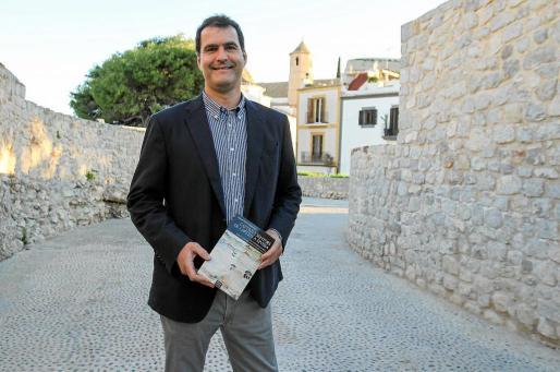 Antoni Ferrer Abárzuza, durante la presentación de su nuevo libro, ayer en Es Polvorí.