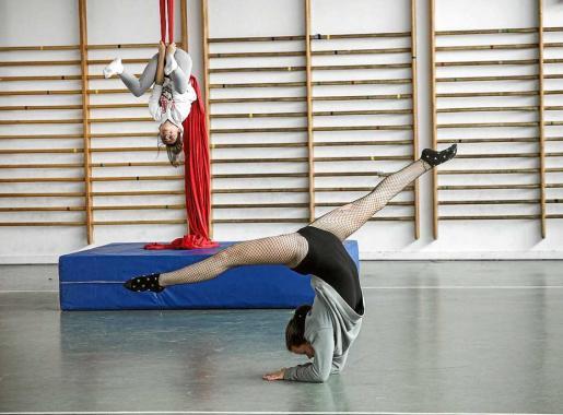 La jornada festiva también acogió multitud de actividades deportivas y el taller de 'acrobacias con telas'. Foto: DANIEL ESPINOSA