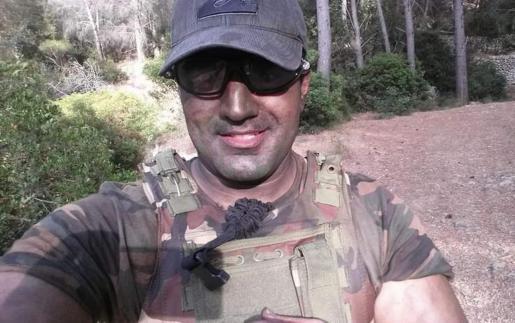 Mohammad Harrak, en una imagen con indumentaria militar en una partida de airsoft.