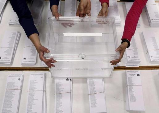 Imagen de una urna en las pasadas elecciones generales.