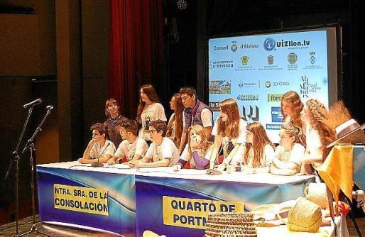 En el concurso de Eivissàpiens se simula un plató de televisión y todas las preguntas versan sobre al isla de Eivissa.