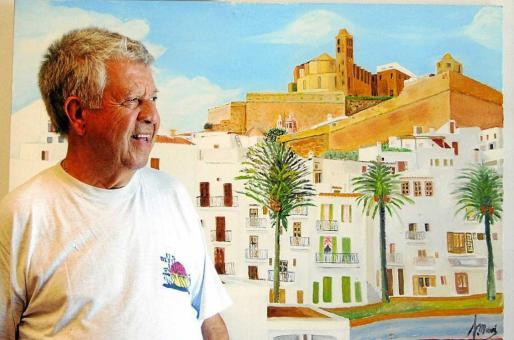 Pep 'Jeroni' posa sonriente frente a una de sus obras.