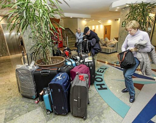 La llegada de los turistas del Imserso a las Islas, bajo gestión de Mundiplan, ha sido a cuentagotas desde febrero, provocando que en algunos hoteles no llegaran al 20 % de ocupación por cancelaciones de vuelos y cupos.
