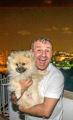 David Vincent con su perro Sankeys The Dog.