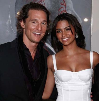 Matthew McConaughey y su novia Camila Alves.
