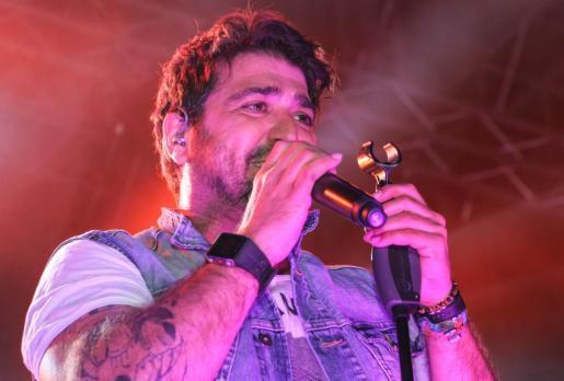 Antonio Orozco deleitó al público con sus canciones más famosas.
