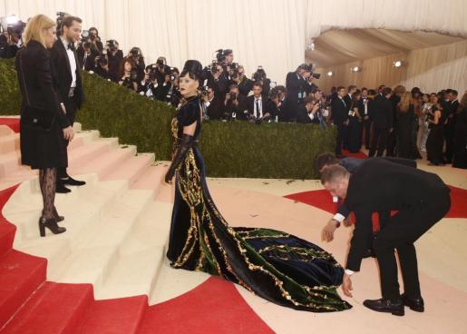 Katy Perry, con un modelomuy vanguardista.
