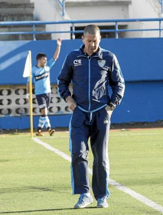 El técnico del Ciudad de Ibiza, Ibon Begoña, durante el partido del pasado domingo.