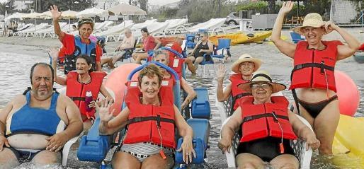 Imagen de archivo de usuarios de 'Un Mar de Posibilidades' disfrutando de un baño en el mar.