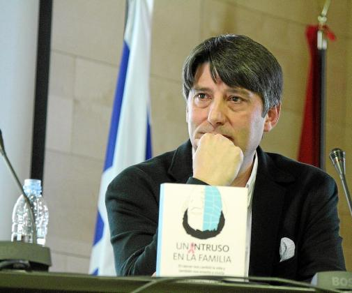Carlos Hernández, además de su trabajo como profesor, se dedica a impartir conferencias.