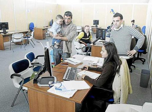 Oficinas móviles de la Agencia Tributaria en el Recinto Ferial.