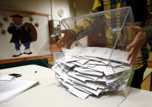 Imagen de archivo de una urna electoral.
