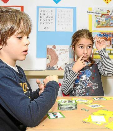 Los niños van rotando en diferentes grupos de aprendizaje para que todos puedan experimentar las mismas actividades. Foto: TONI ESCOBAR