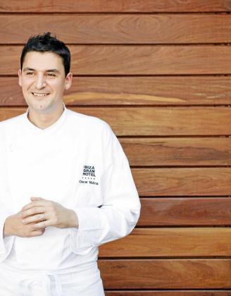 El chef ejecutivo de Ibiza Gran Hotel desde su apertura, Óscar Molina, ha protagonizado en estos días la puesta de largo de La Gaia y su nueva carta