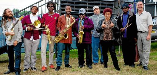 Una imagen de la formación actual de la mítica banda jamaicana The Skatalites, considerados como los creadores de la música Ska hace más de cincuenta años.