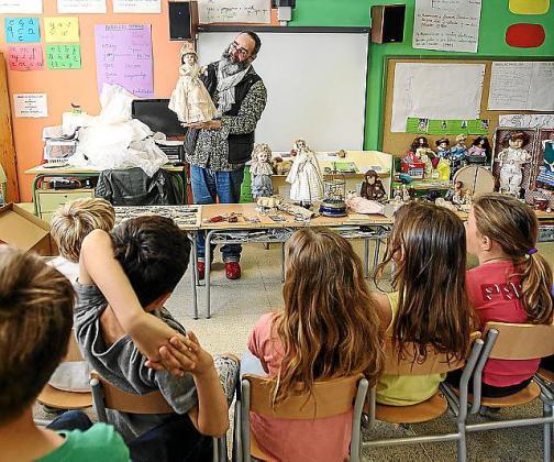 Los niños recibieron ayer la visita de Felix Martínez.