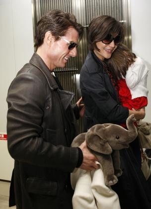 Los actores Tom Cruise y Katie Holmes junto a su hija Suri.