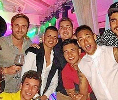 Como suele ser habitual en estos casos, las vacaciones de Neymar se pueden seguir casi en tiempo real a través de las redes sociales de sus amigos. En este caso, la imagen es de Instagram.