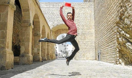El joven bailarín ibicenco, Adrián Pineda. Foto: TONI ESCOBAR