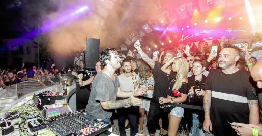Dj Luciano animó al público para que no pararan de bailar y pasarlo bien. Foto: DANIEL ESPINOSA