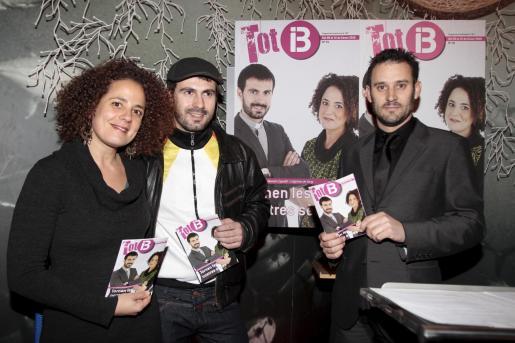 Lluqui Herrero y José Artigues, portagonisrtas de la portada número 1, con Antoni Martorell.