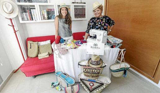 Belén (dcha.) elabora las piezas en su propia casa, situada en la zona de Can Misses. Foto: DANIEL ESPINOSA