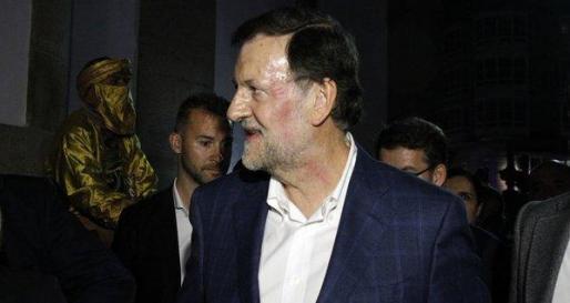 Mariano Rajoy, tras la agresión, ya sin gafas y con una marca visible en el lateral del rostro.