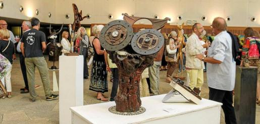 La inauguración de la exposición el miércoles por la noche resultó todo un éxito de participación y de público. Foto: TONI ESCOBAR