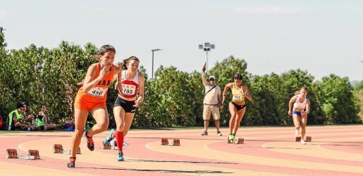 Una de las carreras preliminares de 200 metros femenino, en la que se impuso la mallorquina Lorena Lambuley.