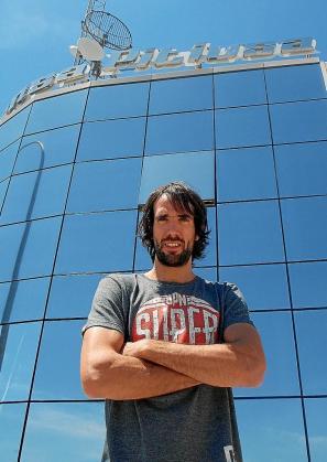 Jordi Grimau, frente al edificio Prensa Pitiusa.