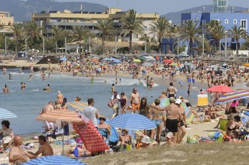 El calor empieza a notarse, así como la presencia de bañistas en las playas de la Isla.