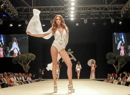 Uno de los modelos presentados por la diseñadora Jannine Helbing. Foto: DANIEL ESPINOSA