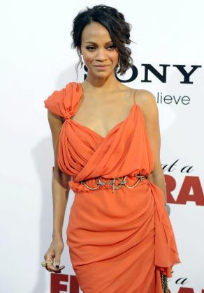 La actriz americana Zoe Saldana ha sido elegida la mujer mejor vestida.