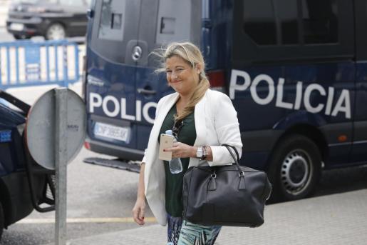 Virgina López Negrete, este jueves a su llegada a la sede del juicio del caso Nóos.